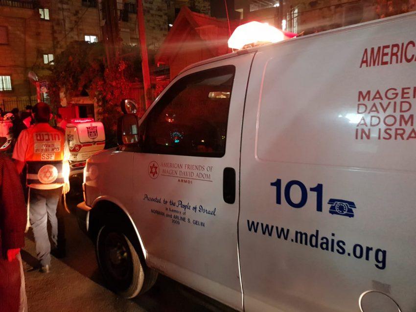"""זירת התאונה - בן שנה וחצי נפגע באורח קשה מרכב (צילום: תיעוד מבצעי מד""""א)"""