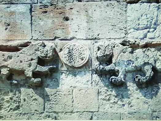 """רחוב השלשלת, סמלו של ביברס בכניסה לשער האריות (צילום: ד""""ר אדם אקרמן)"""