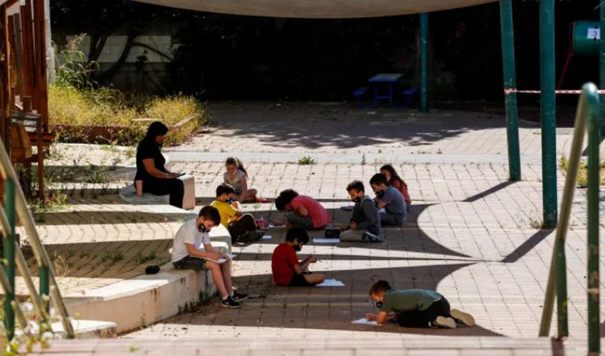 לימודים בקפסולה בעידן הקורונה - המצולמים אינם קשורים לכתבה (צילום: עופר וקנין)
