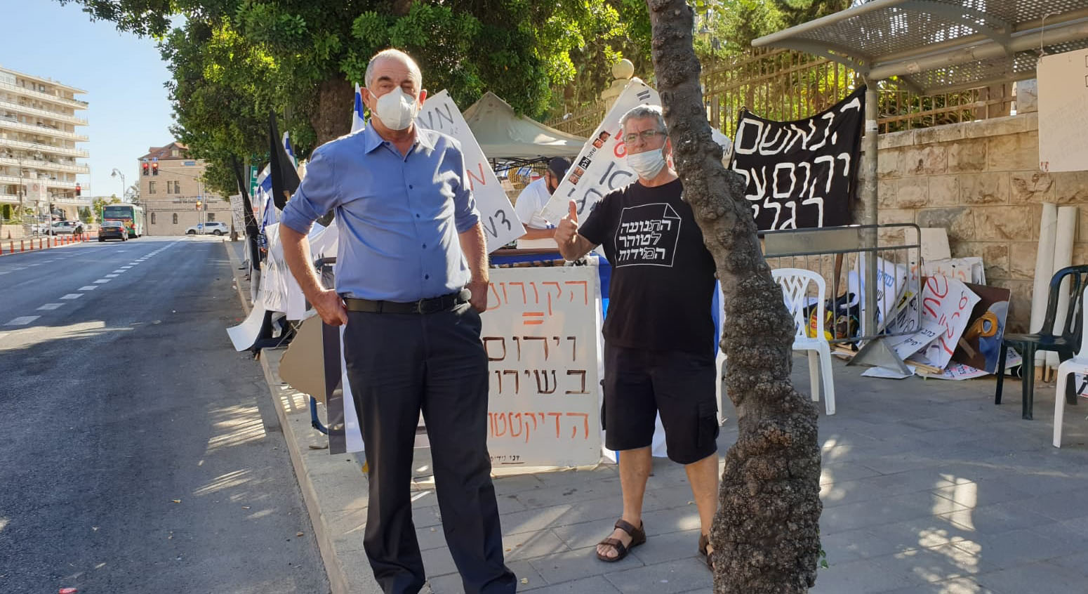 חבר המועצה יוסי חביליו באחת ההפגנות בבלפור (צילום: מתוך דף הפייסבוק של יוסי חביליו)