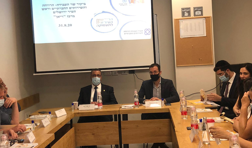 שר הרווחה איציק שמולי וראש העיר משה ליאון (צילום: דוברות עיריית ירושלים)