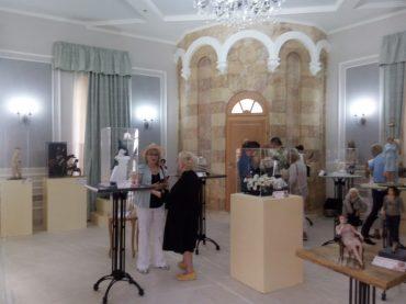 """בית סרגיי, תערוכה באולם פנימי (צילום: ד""""ר אדם אקרמן)"""