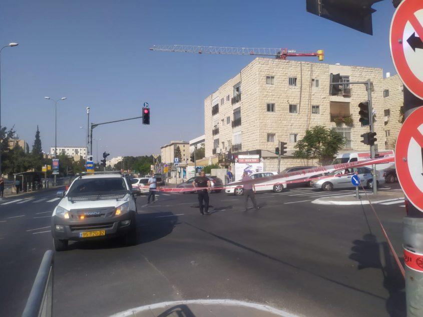 החסימה בכביש דרך חברון (צילום: שלומי הלר)