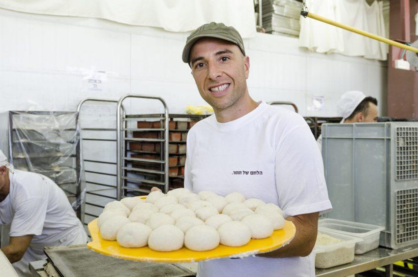"""תומר בלס, """"הלחם של תומר"""" (צילום: דניאל חנוך)"""