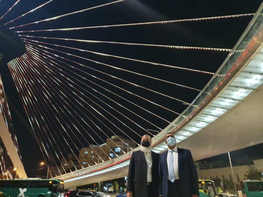 ראש העיר משה ליאון וסגן ראש העיר יוסי דייטש (צילום: דוברות המשטרה)