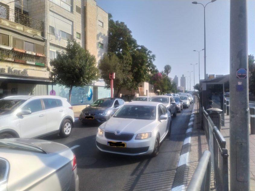 עומסי התנועה בכביש דרך חברון (צילום: שלומי הלר)