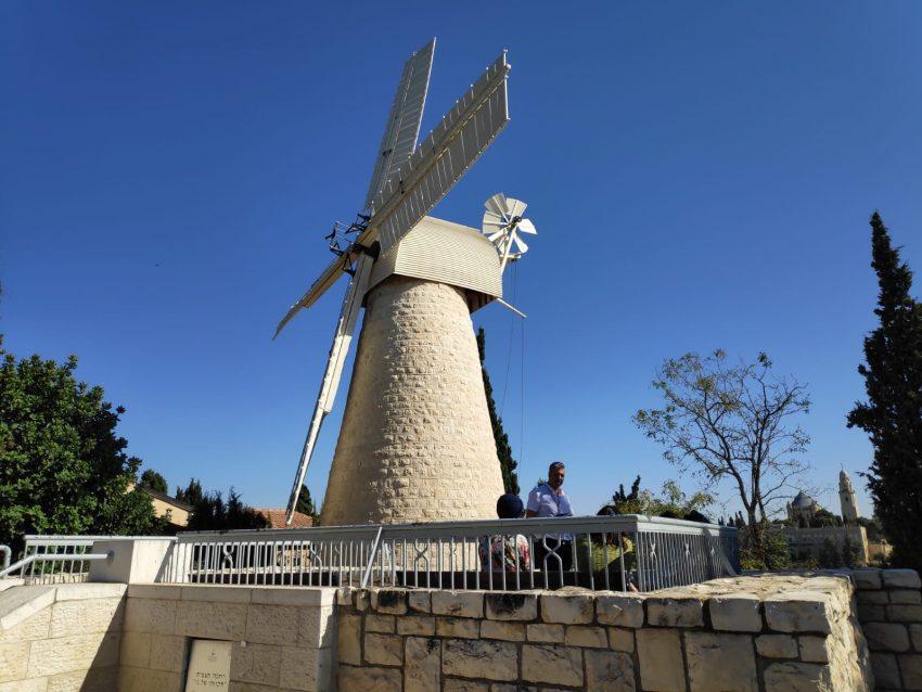 תחנת הרוח של מונטיפיורי - זוזו תיירות (צילום: זוזו תיירות)