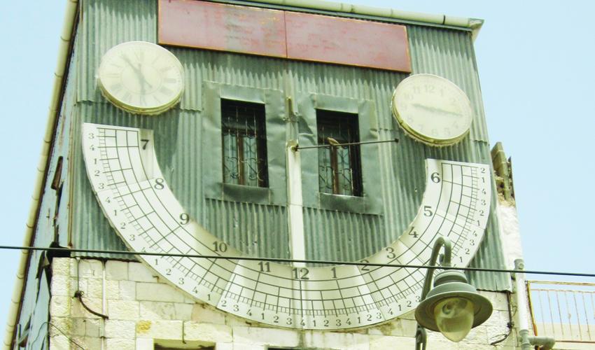 """שעון השמש במרומי בית הכנסת זהרי חמה (צילום: ד""""ר אדם אקרמן)"""
