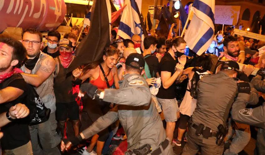 העימותים הערב - מחאת בלפור (צילום: אמיל סלמן)