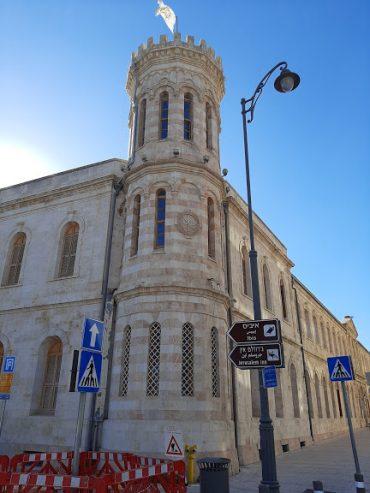 """בית סרגיי - המגדל בפינת מונבז והלני המלכה (צילום: ד""""ר אדם אקרמן)"""
