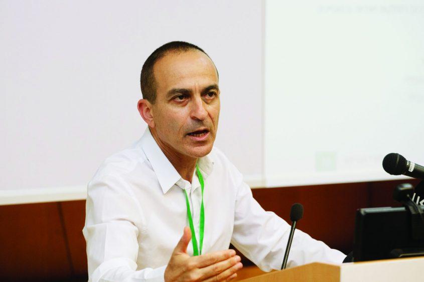 פרופ' רוני גמזו (צילום: מוטי מילרוד)