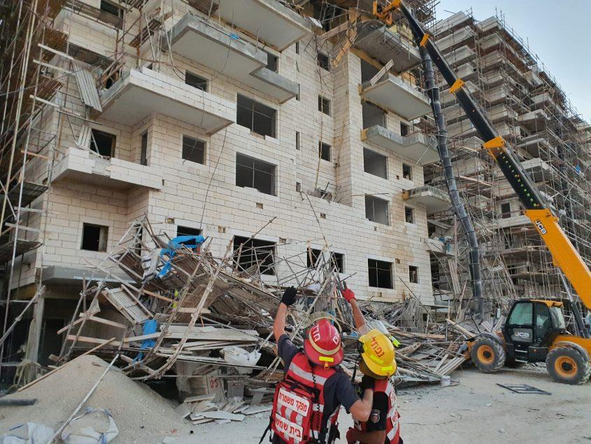זירת תאונת העבודה הקשה בבית שמש (צילום: דוברות כבאות והצלה מחוז ירושלים)