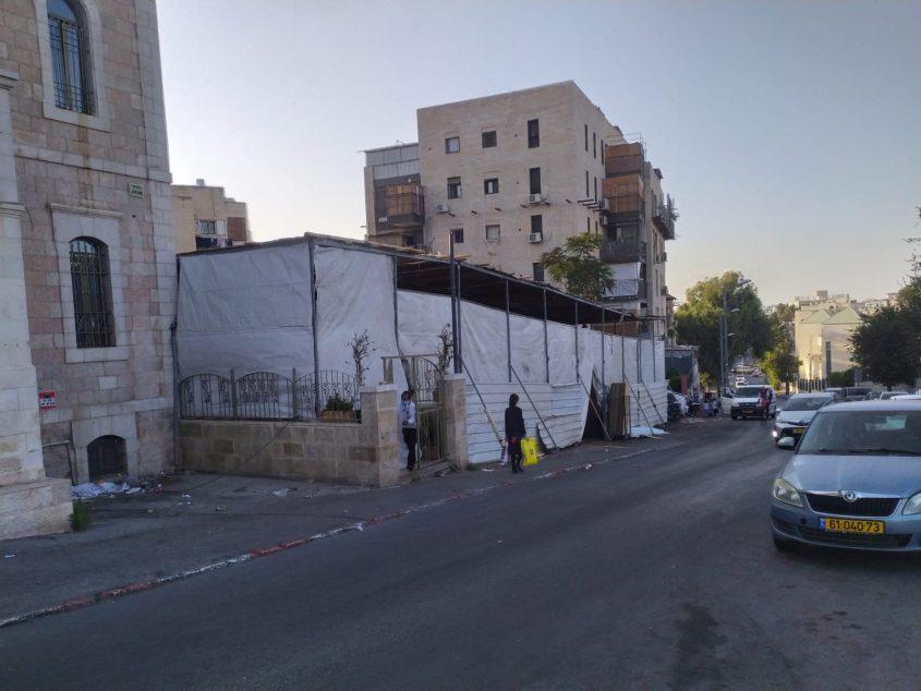 סוכת הענק במאה שערים (צילום: שלומי הלר)