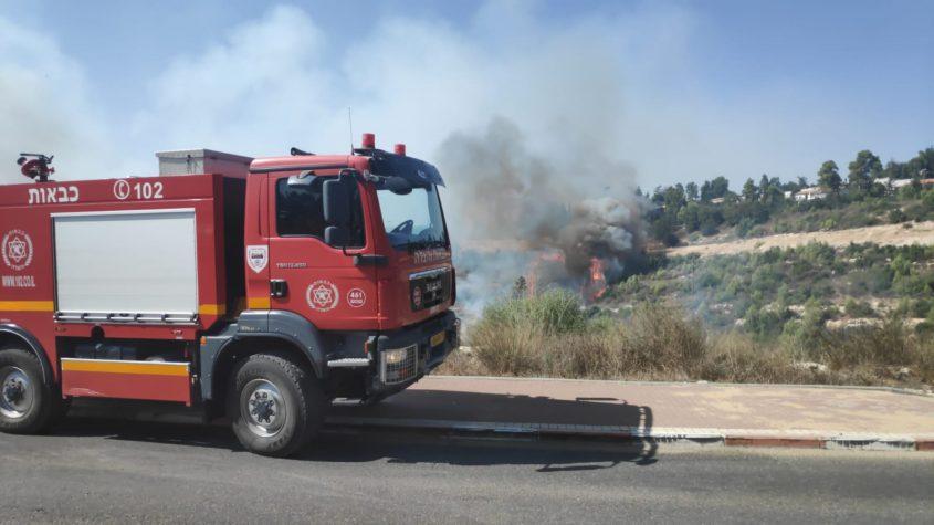השריפה סמוך לקרית ענבים (צילום: כבאות והצלה לישראל)