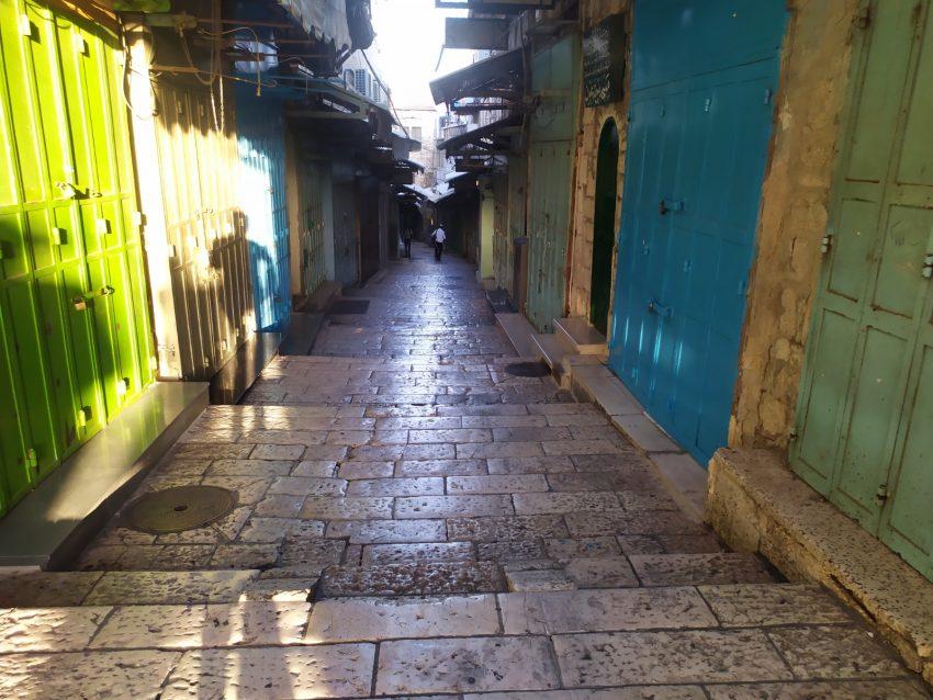 הרחובות הריקים והעסקים הסגורים: כך נראית העיר העתיקה בחגי תשרי בסגר הקורונה