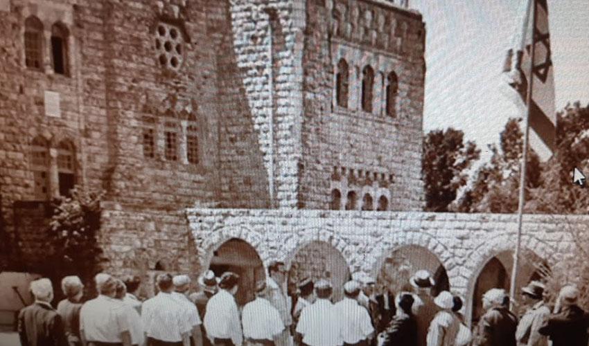 טקס החזרה של הסגל להר הצופים, 9 ביוני 1967 (צילום: באדיבות הוועד למורשת המובלעת)