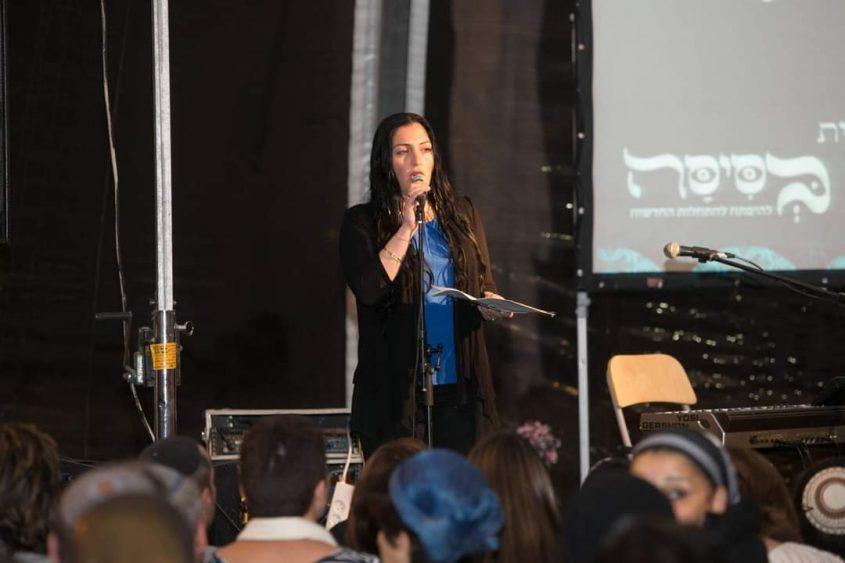 """חלי טביבי ברקת באירוע הבסיסה במתחם התחנה (צילום: הלו""""ז העברי)"""