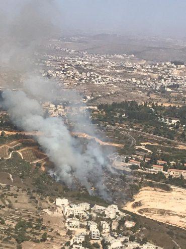 השריפה סמוך לקרית ענבים (צילום: יחידת הכיבוי האווירי - כבאות והצלה לישראל)