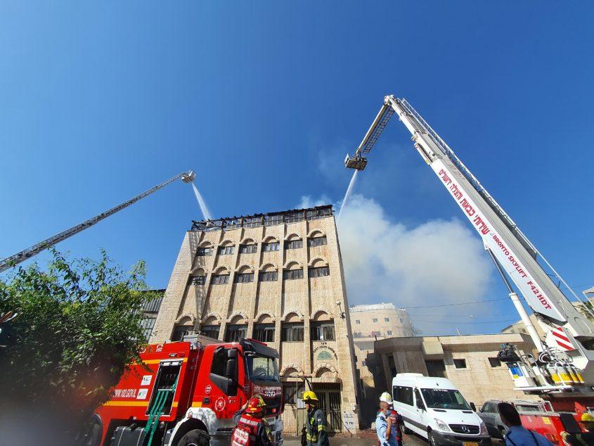 שריפה בישיבה בעזרת תורה (צילום: דוברות כבאות והצלה ירושלים)