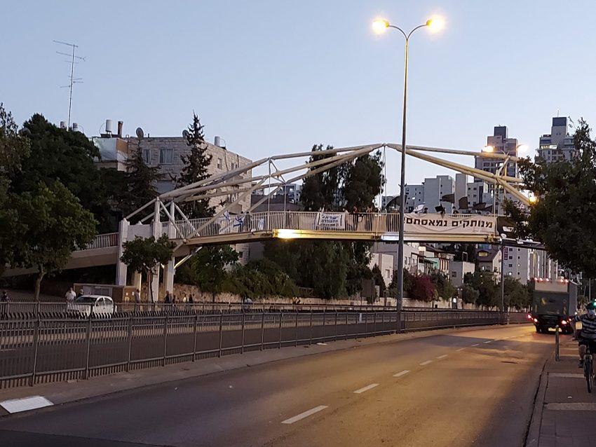 ההפגנה בדרך חברון, הערב (צילום: יפעת ראובן)