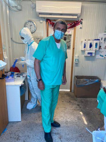השר רפי פרץ מבקר במחלקת קורונה בשערי צדק (צילום: דוברות השר)