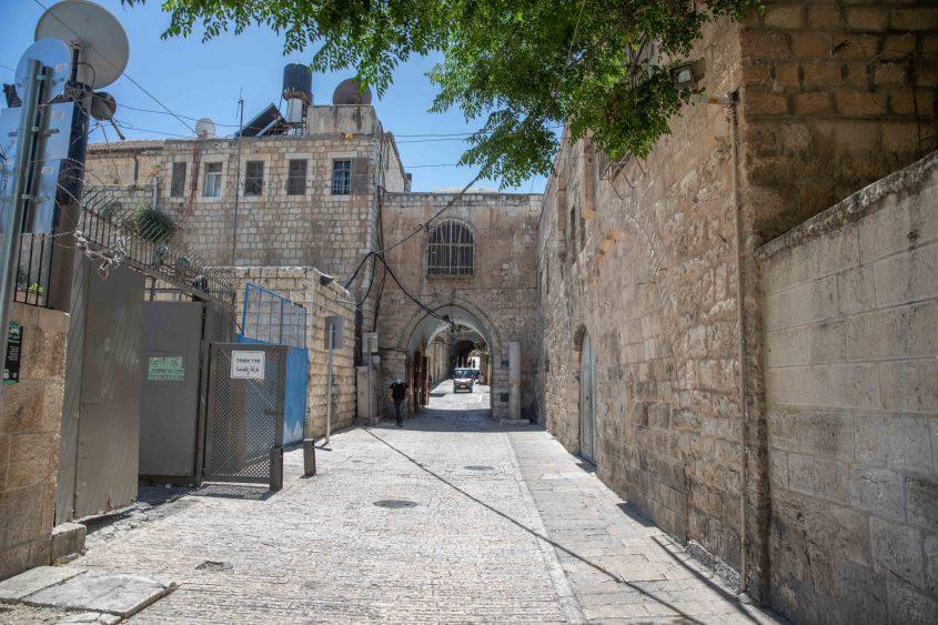 סמוך לזירה שבו נורה למוות איאד אל-חלאק (צילום: אוהד צויגנברג)