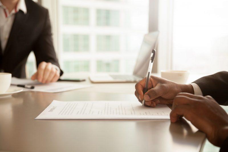 עורך דין לעריכת חוזים: כיצד לפעול נכון בנושא. צילום: Shutterstock
