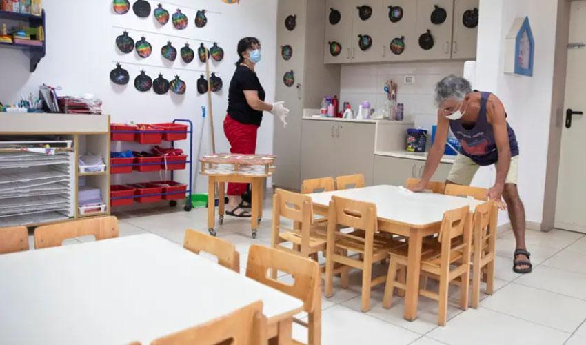 ההכנות לפתיחת גן ילדים בתל אביב (צילום: מוטי מילרוד)