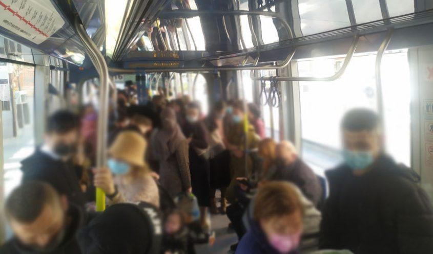 עומסים ברכבת הקלה (צילום: שלומי הלר)