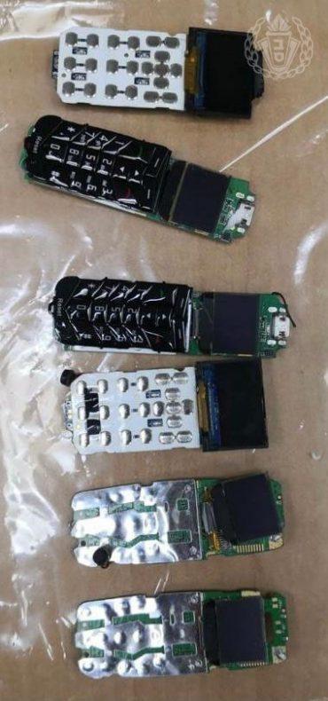 """הטלפונים הסלולריים שנמצאו בבתי הכלא (דוברות שב""""ס)"""