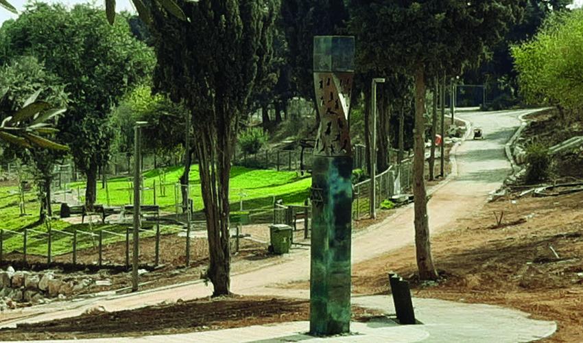 """אנדרטת לנינגרד בגן סאקר (צילום: ד""""ר אדם אקרמן)"""
