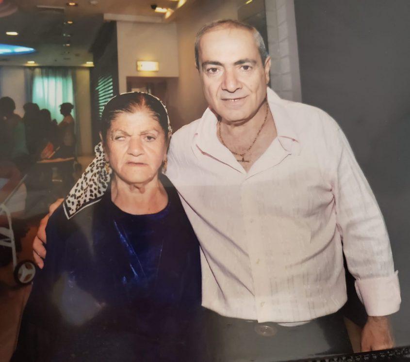 """ישראל בונדק ואמו סבריה בונדק ז""""ל (צילום: באדיבות ישראל בונדק)"""