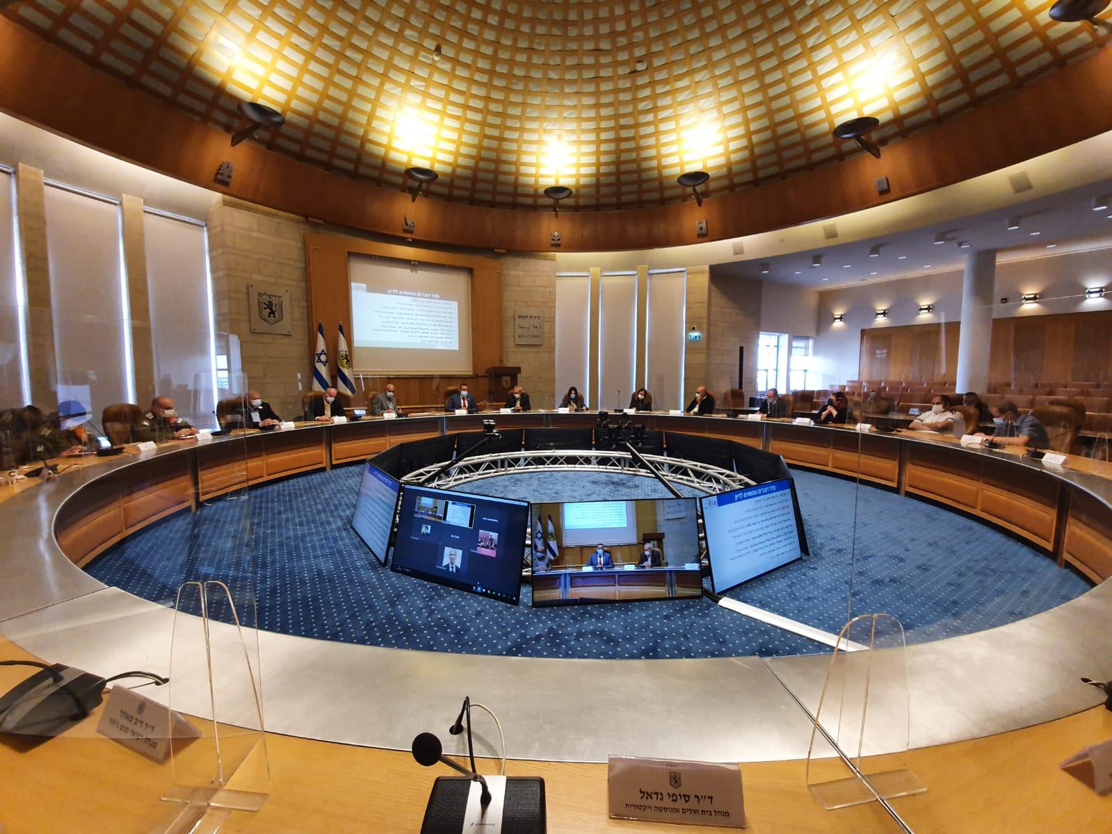 אולם מועצת עיריית ירושלים, ביקור פרויקטור הקורונה הנכנס (צילום: דוברות העירייה)