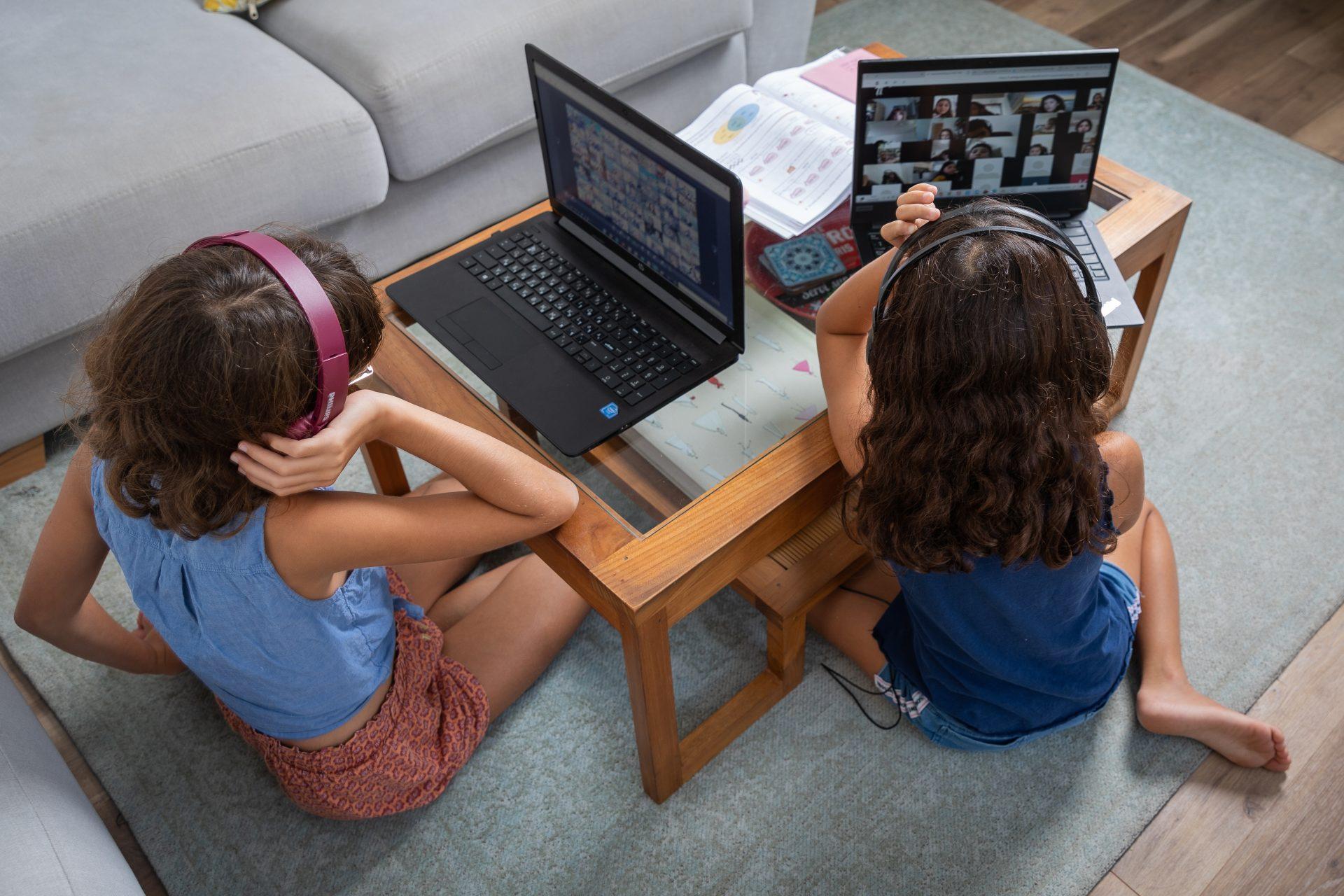 לימודים מהבית באמצעות זום בשל משבר הקורונה (צילום: אייל טואג)