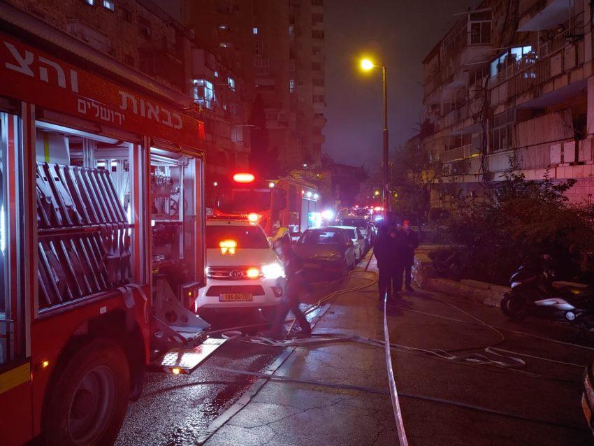 סמוך לזירת השריפה בקרית משה (צילום: כבאות והצלה ירושלים)
