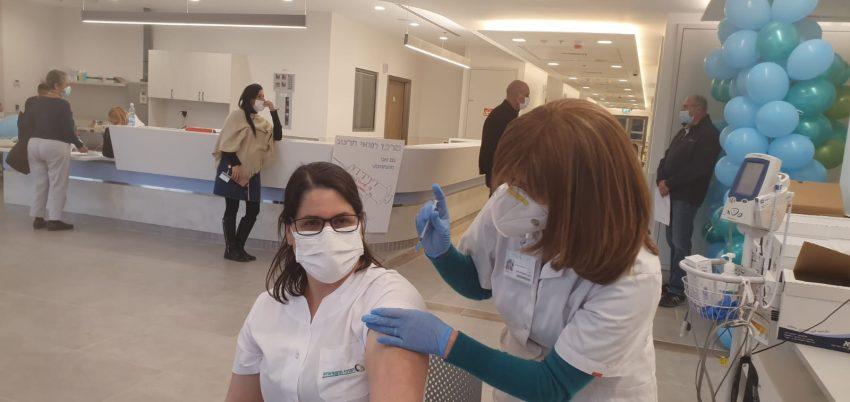 מבצע החיסונים שהחל אתמול בהרצוג (צילום: דוברות הרצוג)