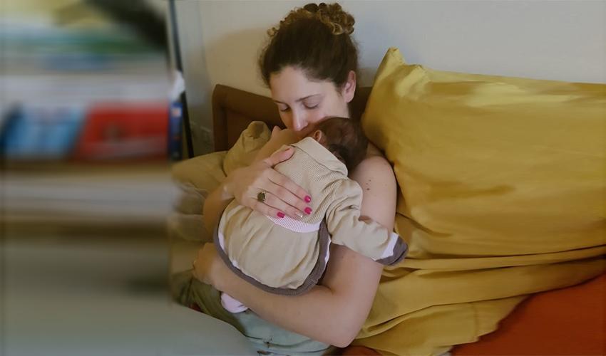 """מיכל סלה ז""""ל ובתה התינוקת (צילום: באדיבות המשפחה)"""