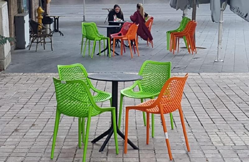 ריהוט רחוב לטובת עסקים (צילום: האגף לקידום עסקים בעיריית ירושלים)