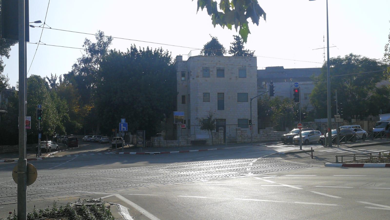 המבנה בשדרות הרצל 81 (צילום: רון לרמן)