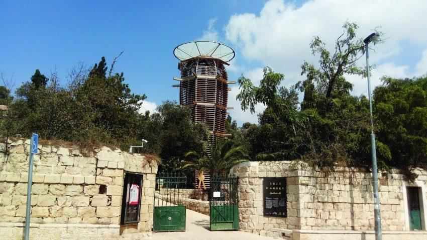 """מגדל העץ, הכניסה הראשית דרך בית הנסן (צילום: ד""""ר אדם אקרמן)"""