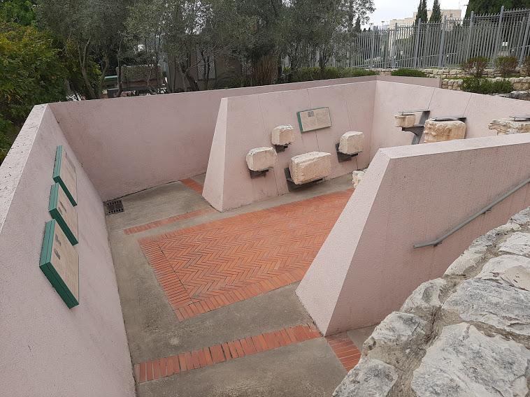"""המתחם הצלבני בגן הארכיאולוגי בכנסת (צילום: ד""""ר אדם אקרמן)"""