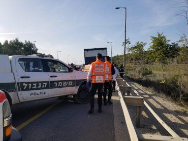 זירת התאונה קטלנית בכביש 1 (צילום: איחוד הצלה)
