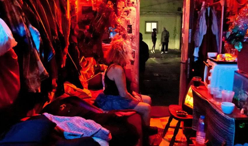 אישה בזנות בתל אביב, ב-2010. (צילום: ASAblanca / Getty Images)