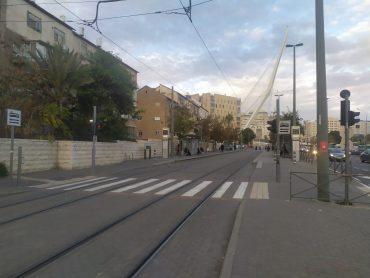 תחנת רכבת הקלה בקרית משה במיקומה הנוכחי (צילום: שלומי הלר)