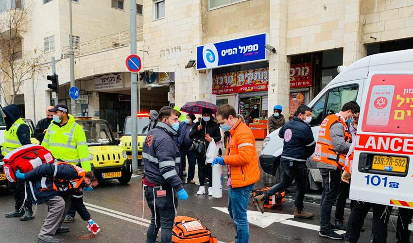 זירת התאונה הקשה ברחוב יפו בירושלים (צילום: דוברות איחוד הצלה)