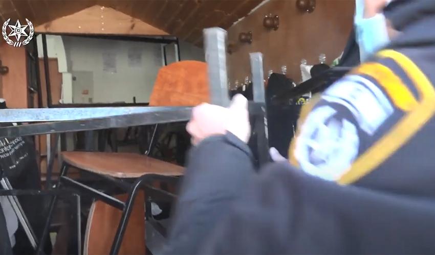 מתוך סרטון ההתבצרות בישיבה בסנהדריה ופריצת הכוחות (צילום: דוברות המשטרה)