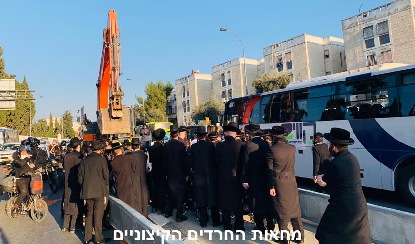 הפגנה נגד מעבר הרכבת הקלה (צילום: מחאת החרדים הקיצוניים)