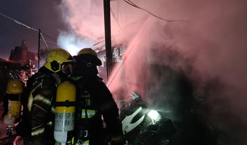 זירת השריפה בעטרות (צילום: כבאות והצלה ירושלים)