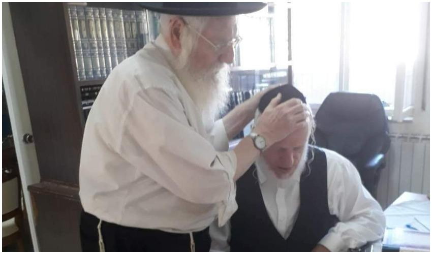 """יהודה משי זהב עם אביו מנחם מנדל ז""""ל (צילום: זק""""א)"""