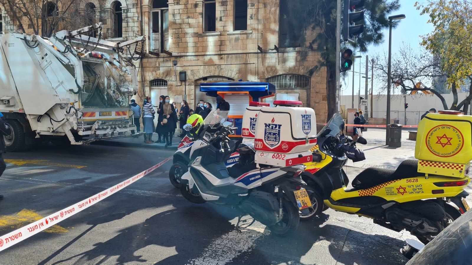 """זירת התאונה סמוך לתחנה המרכזית בירושלים (צילום: דוברות זק""""א)"""